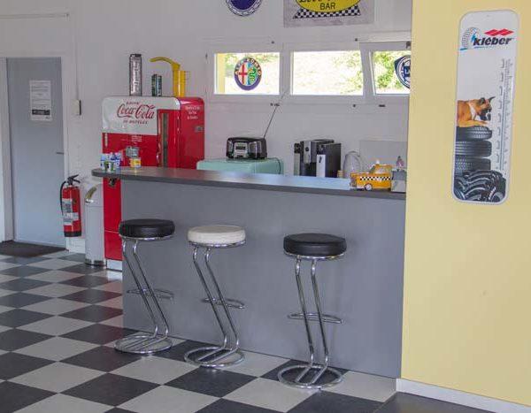 Unsere Cafébar im Innenraum für gemütliche Gespräche
